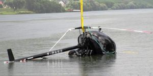 Hubschrauber wassert nach Start durch Leistungsverlust