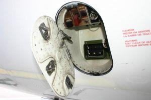 Embraer ERJ 170-100: Lösten Metallteile Kurzschluss aus?