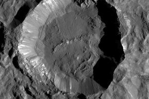 Tiefflieger DAWN über Zwergplanet Ceres