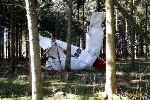 Cessna stürzte in den Wald – Pilot meldete am nächsten Tag