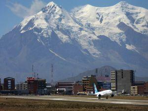 Boeing 737 MAX landet in den Höhen von Bolivien
