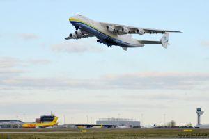 Antonow 225 fliegt 153 Tonnen Fracht nach Abu Dhabi