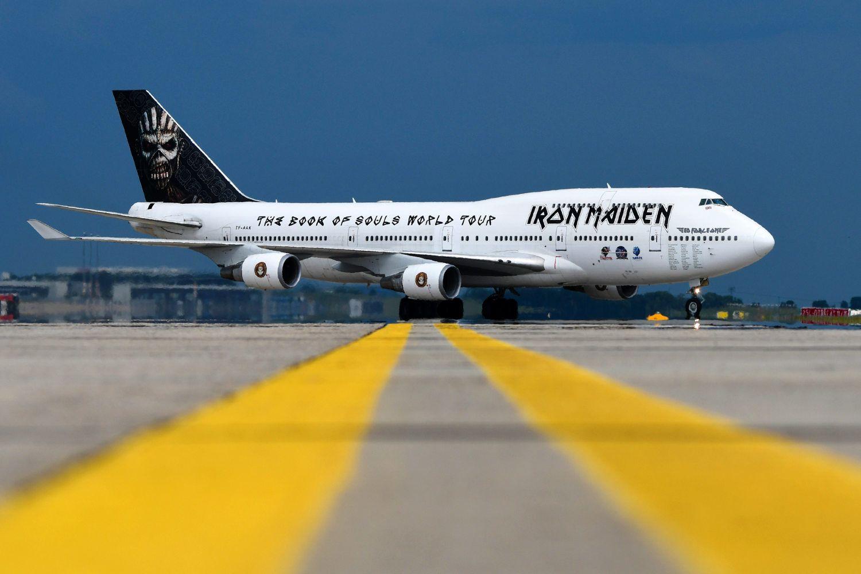 iron maiden: bruce dickinson fliegt mit jumbo-jet zur ila berlin