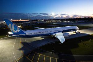 Boeing zeigt ersten Dreamliner 787-10