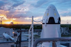 SpaceX will Touristen um den Mond fliegen