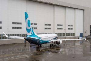 Boeing lässt erstes Flugzeug der 737 MAX 9 aus dem Hangar