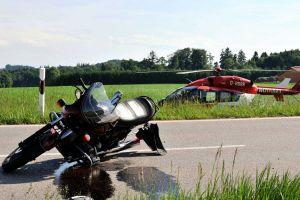 Luftretter gemahnen Motorradfahrer zu Vorsicht und Übung