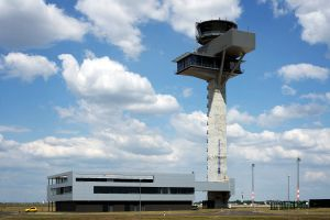 Tower der Flugsicherung in Berlin steht seit fünf Jahren