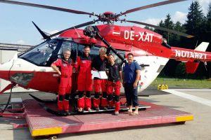 Rettungspilot erhält Blaues Kreuz