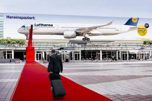 Roter Teppich für Passagiere: A350-Fassade mit 3D-Effekt